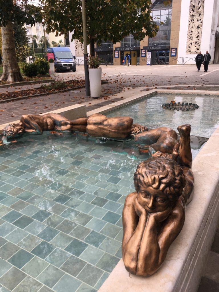 Абано Терме, милые скульптуры